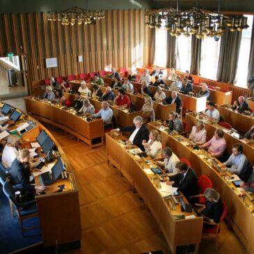 Bærum kommunestyre: – Seniorer i Bærum vil være underrepresentert med tre-fire representanter i kommunestyret. Kvinner over 65 år er enda mer underrepresentert, skriver innsenderen. Foto: Karl Braanaas
